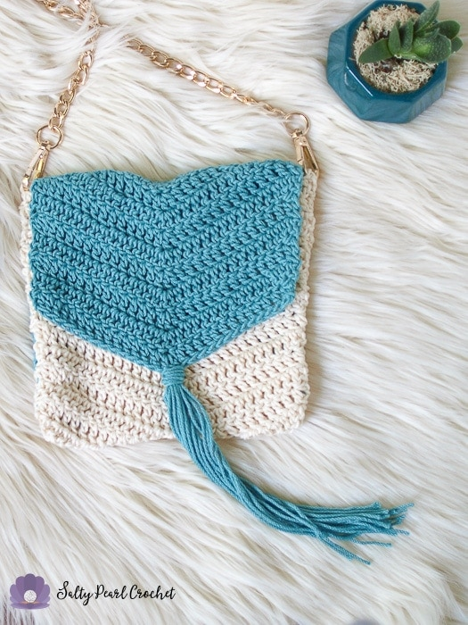 Closer view of the boho chevron purse pattern