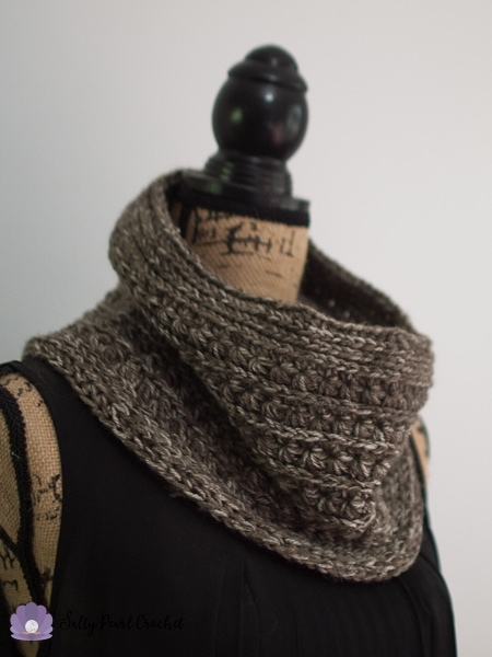 Crochet cowl in star stitch pattern on a mannequin