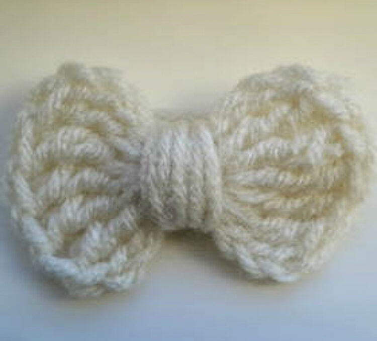 A small white crochet bow